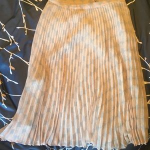 Halogen 3/4 length pleated skirt